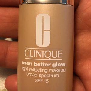 Light reflecting makeup